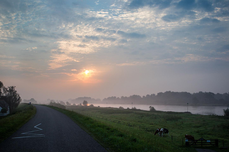 Zonsondergang bij de IJssel - Camping de Tesseplekke